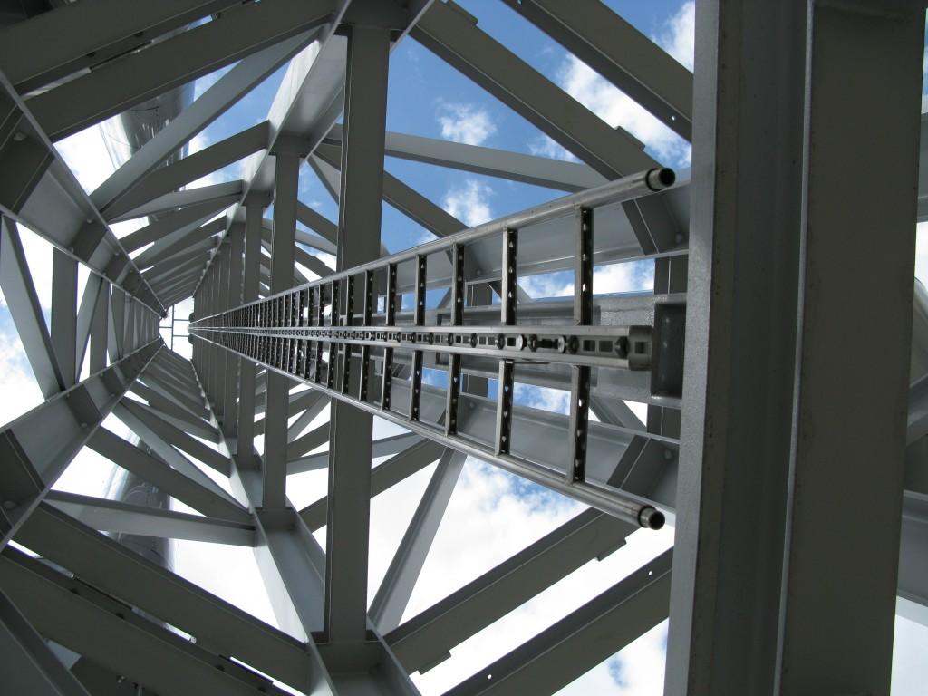 Escalera con Linea de vida incorporada 353-1